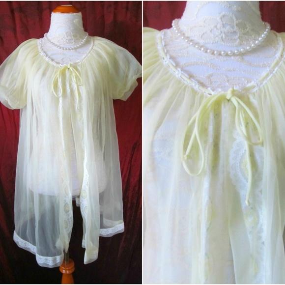 7ab8c850e Vintage Mod  60s Babydoll Peignoir Lingerie Robe. M 5a999a013800c5c76f645525